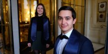 Students arriving at Le Meurice with their blue graduation scarf