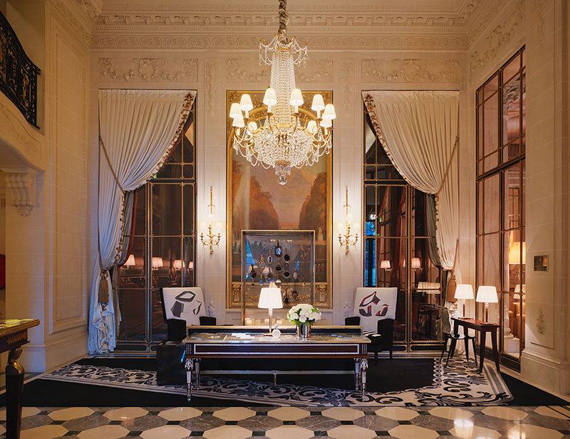 A beautiful desk in a superb lobby in marble with a massive chandelier